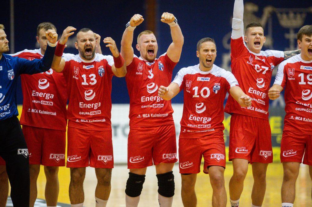 Radość piłkarzy ręcznych Energa MKS-u Kalisz po pokonaniu w rzutach karnych Wybrzeża Gdańsk w wyjazdowym spotkaniu PGNiG Superligi